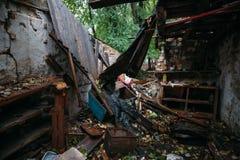 Rujnujący dom, może używać jako konsekwencje wojna, trzęsienie ziemi, huragan lub inna katastrofa naturalna, Zdjęcia Stock