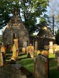 Rujnujący kościelny i stary cmentarz Zdjęcia Royalty Free