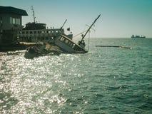 Rujnujący statek kłaść na burcie Obraz Stock