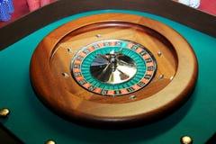 Ruleta del casino del primer con una bola foto de archivo