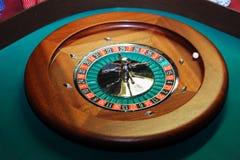 Ruleta del casino del primer con una bola fotos de archivo libres de regalías