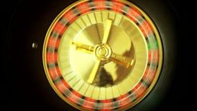 Ruleta en las vueltas del casino almacen de metraje de vídeo