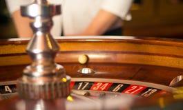 Ruleta, una bola de balanceo Fotos de archivo libres de regalías