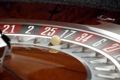 Ruleta y bola del casino Imágenes de archivo libres de regalías