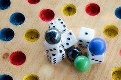 Rulla den hem- gyckeln för Dice/ Fotografering för Bildbyråer