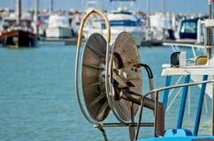 Rulla för att hissa netto fiske Arkivbild