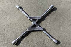 Rullad tangent på asfalt med 4 slut arkivfoton