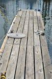 Rullade ihop rep på en skeppsdocka Royaltyfri Fotografi