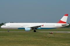 Rullaggio dell'aeroplano del jet Immagine Stock Libera da Diritti