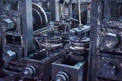 Rullande bilda rullmetall arbetar på tillverkning arkivbild