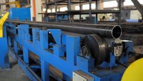 Rullande bilda rullmetall arbetar p? tillverkning av r?r Rullande mala maskinen f?r rullande st?lark Rullande mala arkivfilmer