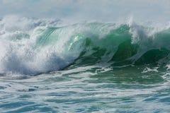 Rullande blå och vit bränning för turkos, på den norr Cornwall kusten, UK - 6 royaltyfria foton
