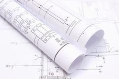Rullande elektriska diagram på byggnadsritning av huset royaltyfri foto