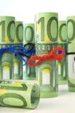 Rullande hundra euroräkningar. Royaltyfria Foton