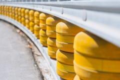 Rullande skydd för säkerhet för kurva för ledstångsystemväg arkivfoto