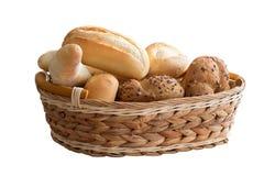 Rullar för nytt bröd i en korg Royaltyfria Bilder