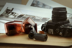 Rullar, kassetter och kamera för fotografisk film Royaltyfria Bilder