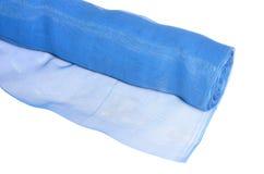 Rulle av blå myggnät som isoleras på vit royaltyfri fotografi