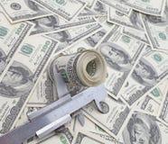 Rulle av dollar i klämmor Royaltyfria Bilder