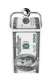 Rulle av 100 dollar räkningar som ett toalettpapper på kromhållare Arkivbild
