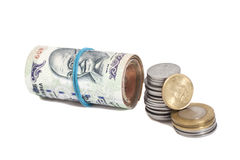 Rulle av indiska valutarupier noterar och mynt Royaltyfri Bild