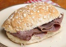 Rulle för smörgås för steknötkött Royaltyfri Foto