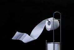 Rulle för toalettpapper Arkivbild