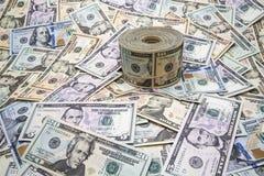 Rulle och bakgrund USA för pappers- pengar Royaltyfria Foton