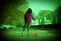 Rulle som åker skridskor flickan Arkivfoton