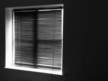 Rullgardiner på fönster Arkivbilder