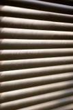Rullgardiner på fönstret Arkivbilder