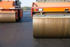 Rulli compressori durante gli impianti di consolidamento dell'asfalto Immagine Stock Libera da Diritti