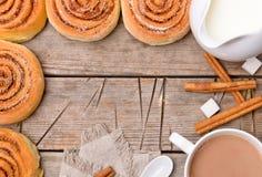 Rulli di cannella con cacao Fotografie Stock Libere da Diritti