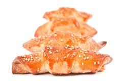 Rulli di pane con i semi di sesamo isolati su bianco Immagine Stock Libera da Diritti