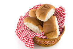 Rulli di pane in un cestino Immagini Stock Libere da Diritti