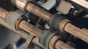 Rulli sul movimento del torchio tipografico archivi video