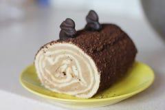 Rullo con la crema del cioccolato Immagini Stock Libere da Diritti