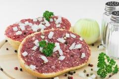 Rullo con porco tritato Fotografie Stock