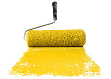 Rullo con vernice gialla fotografie stock libere da diritti