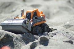 Rullo del giocattolo della sabbia sulla spiaggia Fotografia Stock