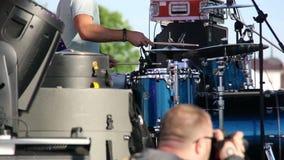 Rullo del tamburo, fotografo che fotografa concerto stock footage
