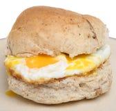 Rullo dell'uovo fritto fotografie stock