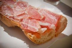 Rullo di pane curato del prosciutto Fotografie Stock Libere da Diritti