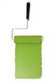 Rullo di pittura con verde sopra bianco immagine stock libera da diritti