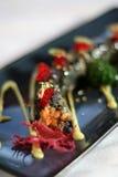 Rullo di sushi sulla zolla blu Fotografia Stock Libera da Diritti
