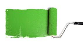 Rullo di vernice con vernice verde fotografia stock libera da diritti