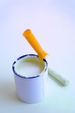 Rullo di vernice di miglioramento domestico e stagno della vernice Immagini Stock Libere da Diritti