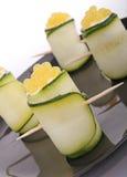 Rullo e caviale dello zucchini immagini stock