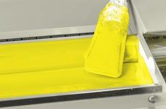 Rullo giallo dell'inchiostro di colore, negozio di stampa Fotografia Stock Libera da Diritti
