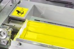 Rullo giallo dell'inchiostro, macchina di industriale del torchio tipografico Fotografia Stock Libera da Diritti